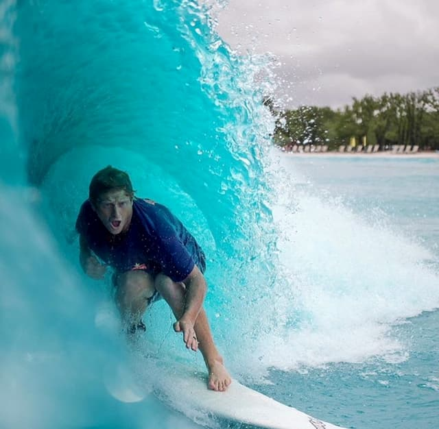 Waves in City : concept de surf urbain